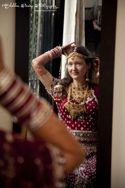 Bride decked in traditional gold jewellery for her wedding ceremony