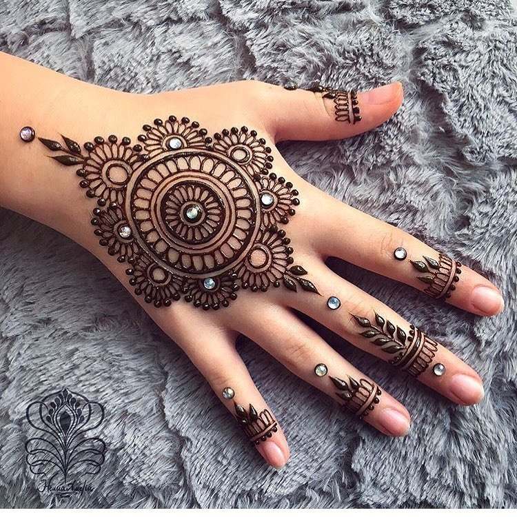 easy mehndi design pics