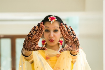 Quirky picture of the bride at the haldi