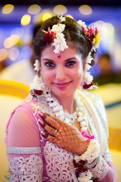 Fresh flower jewellery made with Jasmines, Rajnigandhas and Rose petals