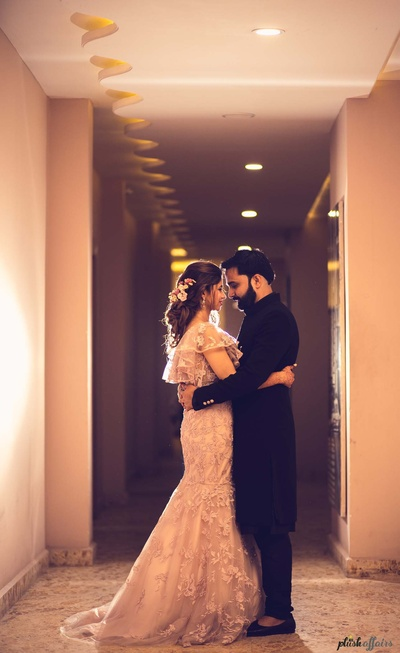 candid couple photography for the sangeet ceremony