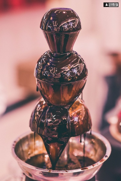 Irresistible chocolate fountain makes our mouths water !