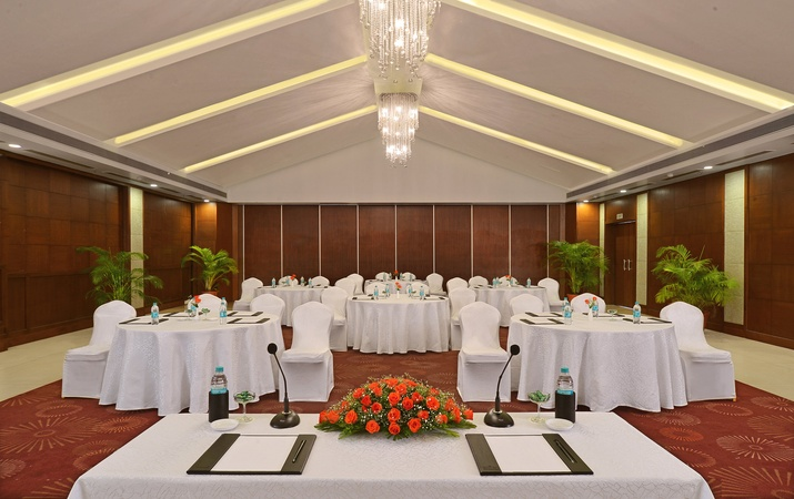 Country Inn And Suites Candolim Goa - Banquet Hall