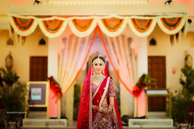 Beautiful bridal photoshoot at the Jagmandir Palace in Jodhpur