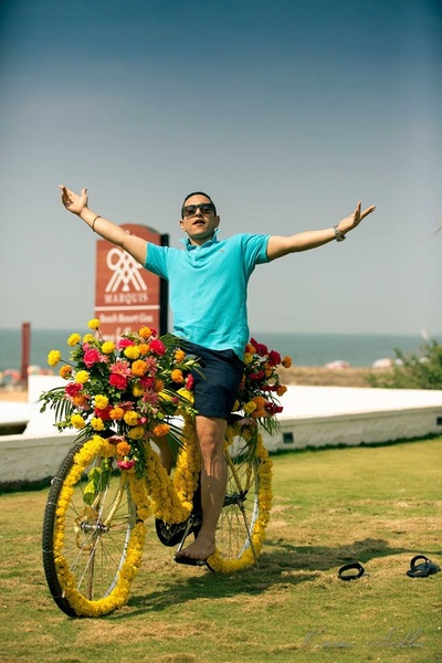 Making a remarkable entry on a bicycle decorated with fresh flowers