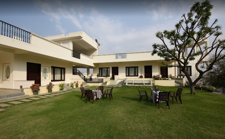 Devraj Villa Hiran Magri Udaipur - Wedding Lawn