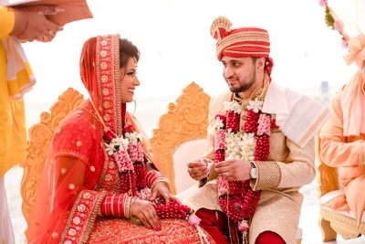 mangalsutra ceremony for the bride and groom in the wedding mandap