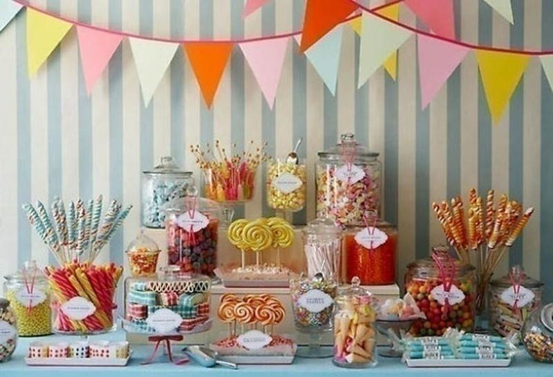 Wedding food bar idea: CANDY COUNTER