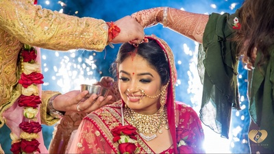 Sahil applying sindoor to Priyanka.