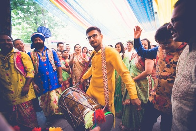 The groom entering his haldi function at NSCI, Mumbai with a dhol!