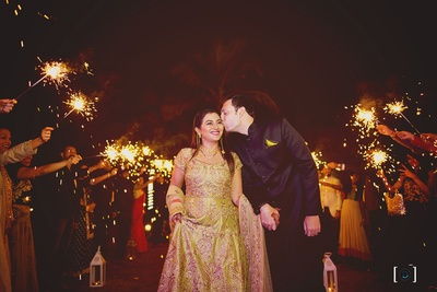Grand Reception amidst sparklers for a fairytale feel !