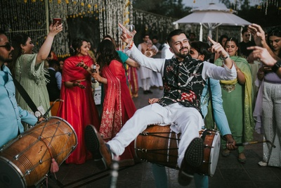 The groom seems to be having a gala time at the mehendi ceremony!