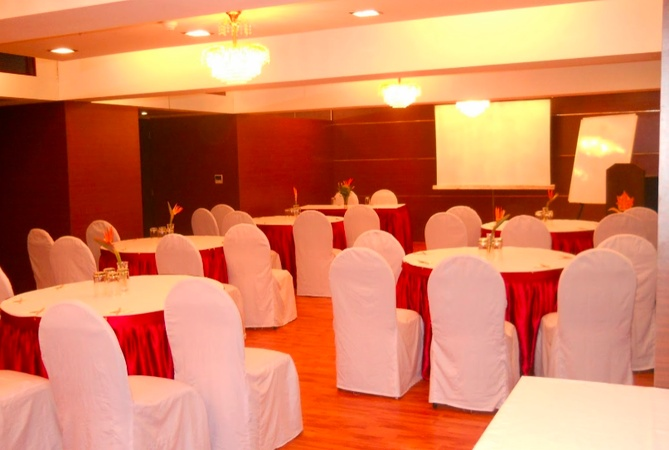 The Maple Leaf Hazratganj Lucknow - Banquet Hall