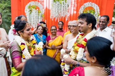 The couple eagerly awaiting the jaimala moment.