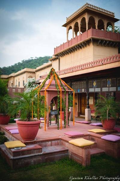 Minimal genda phool decor for the wedding ceremony held at Neemrana Fort Palace.