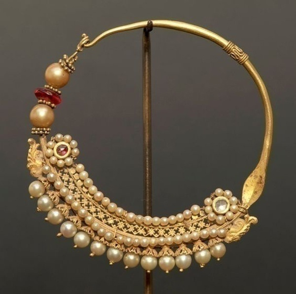 Love Fancy and Elaborate? – Exclusive Indian Wedding Nose Ring Jewellery Collection