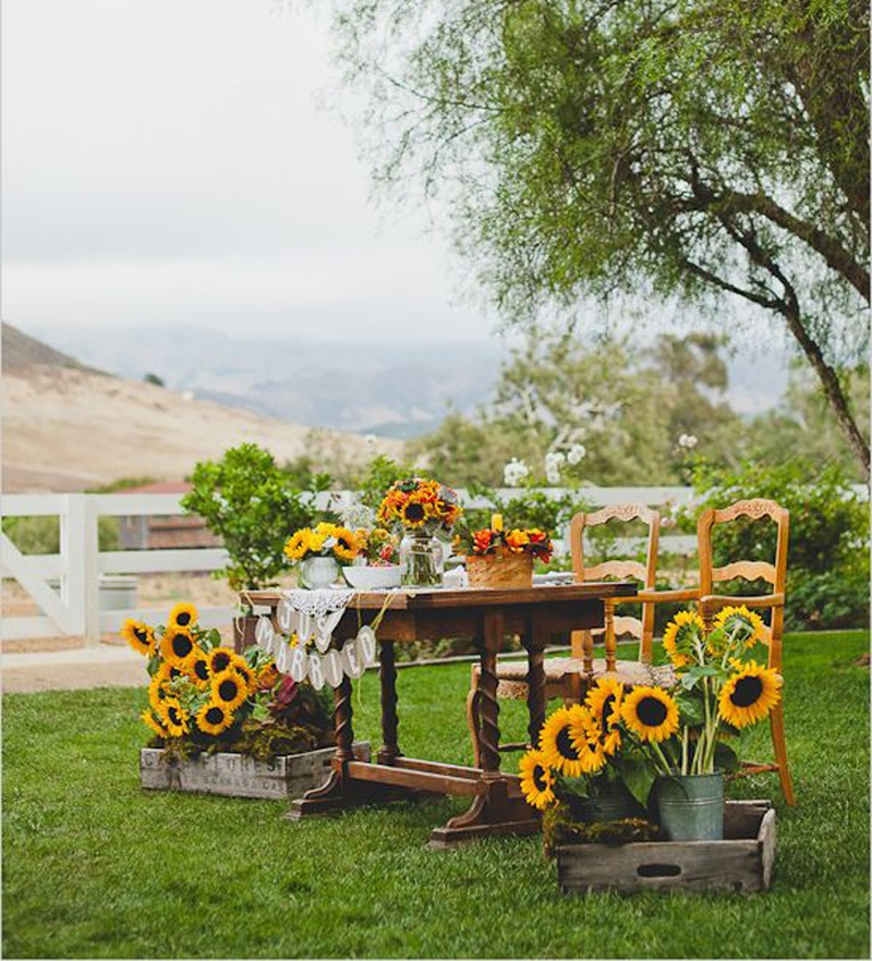 #SummerWeddingSeries – Fresh Ways To Use Sunflowers In Your Wedding Decor!