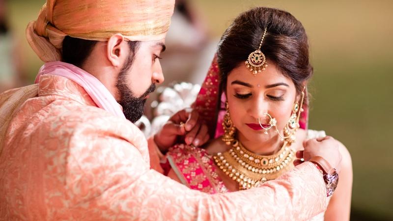 Siddharth & Sheena Udaipur : This mehndi function held in Radisson Blu, Udaipur wedding is mehndi decor goals!