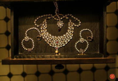 Bridal kundan jewellery.