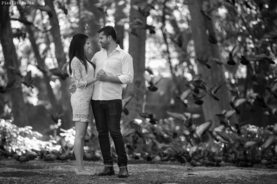 Black and white pre wedding shoot.