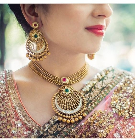 396ccd40c ... this gold pendant necklace looks like a complete stunner, especially if  you are planning to wear a heavy bridal lehenga or silk saree for your  wedding!