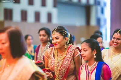 Candid photography moments of the bride