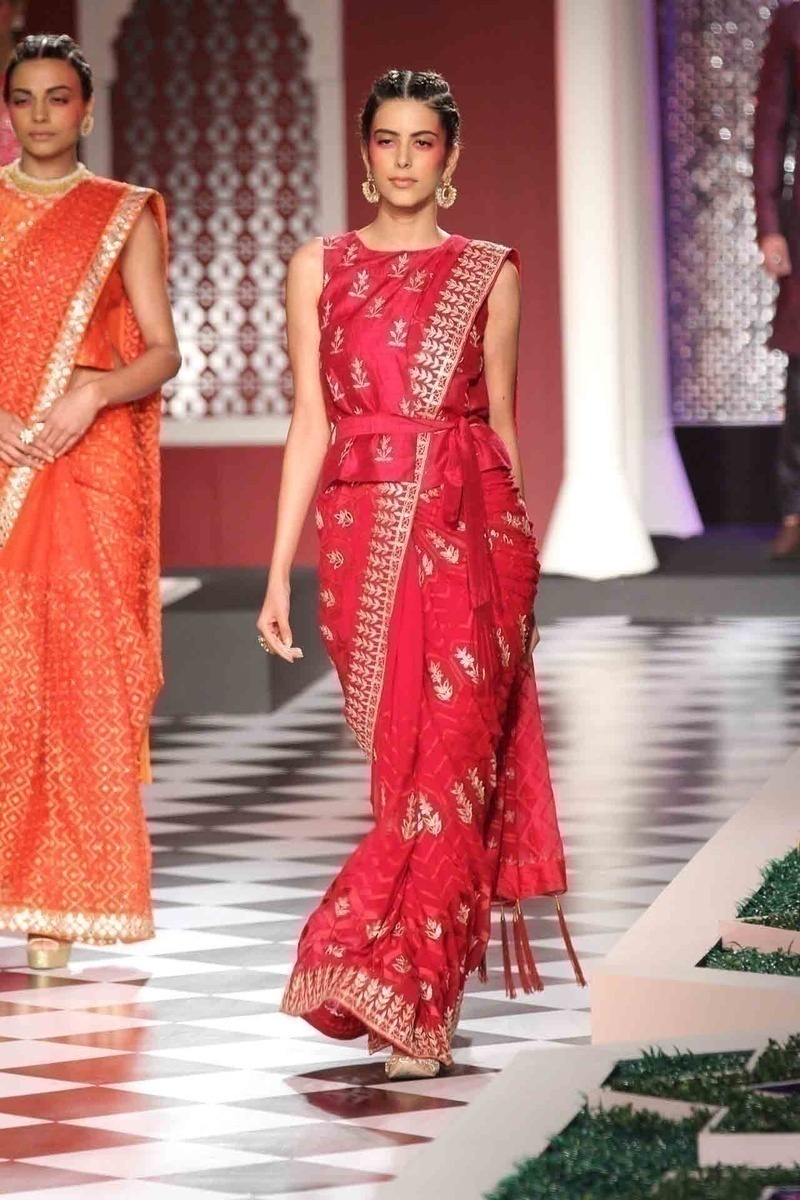 Red and Gold and Indian weddings have an age-old love affair. Anita Dongre successfully reingites this fire with a set of her collection in regal reds with accents of gold.