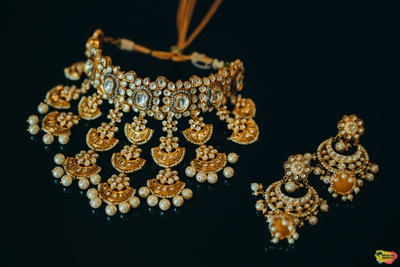 elegnat bridal jewellery made of kundan and pearls