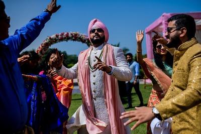 the groom dancing wih his baraat