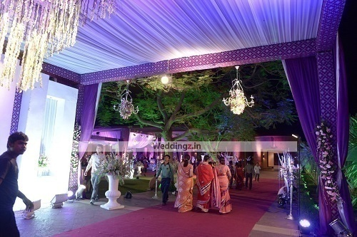 These wedding decorators in jaipur can help you host that regal golden flower decorators junglespirit Image collections