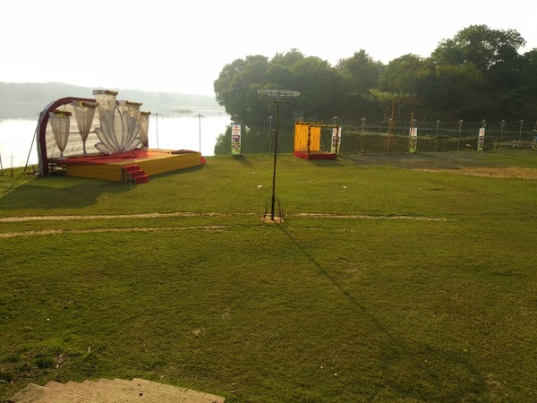 D C Lake Side Lawn Bharatnagar Nagpur - Wedding Lawn