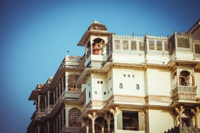 The couple pose at the top of Devi Garh Palace post wedding. Shot by ace photographers Candid Tales