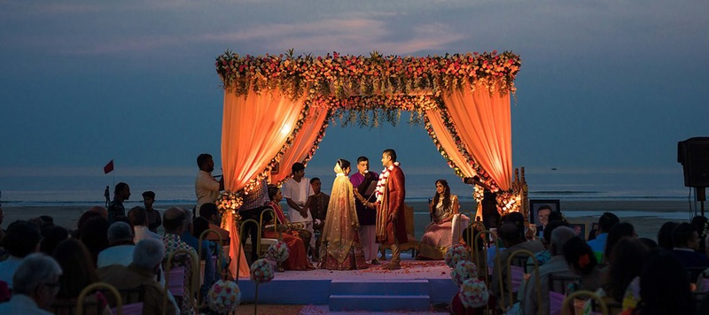 Ravi & Neha Goa : Gorgeous beach wedding in Goa, Planet Hollywood