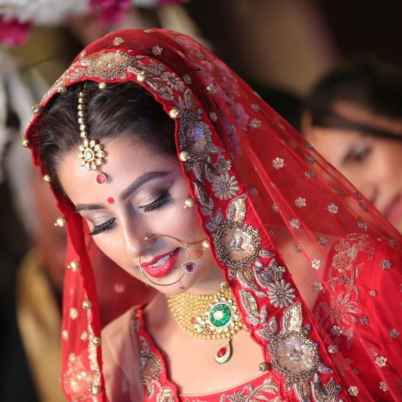 SHEEN - Makeup By Sheeny Kaul is a fantastic bridal makeup artist in Delhi NCR that can help you look like the bride you always dreamt of looking.
