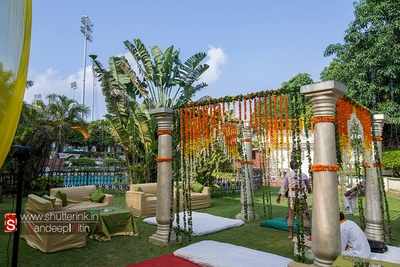 Open-ended Vedi mandap decorated with Marigold and leaves strings