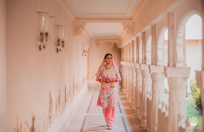 Picteresque photoshoot of the bride before the wedding ceremony