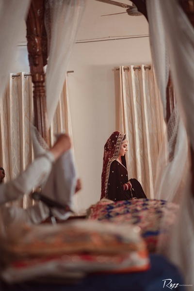 The bride concentrates on prayer in the gurudwara