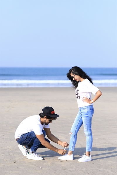 cute and romantic pre wedding photoshoot at the beach