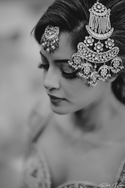 bride wearing a beautiful paasa for the wedding ceremony