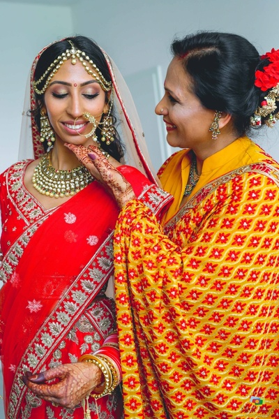 Candid moment between the bride and her mother in contrasting colors