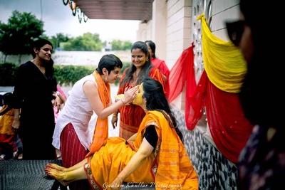 Candid haldi ceremony capture by Gautam Khullar.