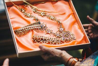 Gorgeous Gota jewellery for the bride!