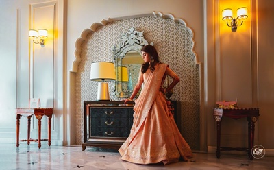 The brid looks stunning in this shimmery apricot saree.