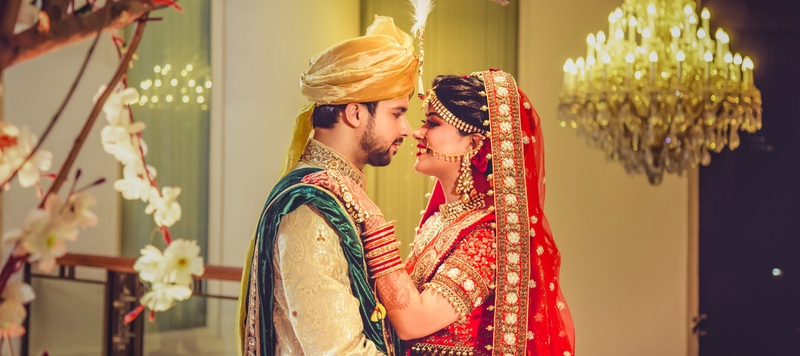 Akshay & Shalini Delhi : Delicately Charming Hindu Wedding Held At Shangri La Eros Hotel, Delhi