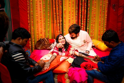 super cute picture of the bride and groom at the mehendi ceremony