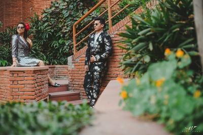 The fashion couple's pre-wedding shoot with elegant couple poses