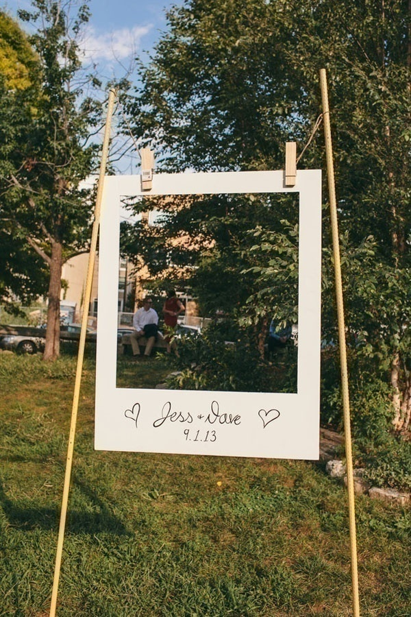 Nature Never Goes Out Of Style: Outdoor DIY Wedding Photobooth Ideas