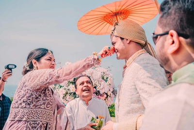 Groom greeted by his in-laws in a fun and quirky manner upon entering the wedding mandap