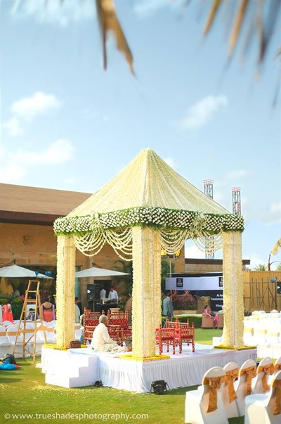 Conical vedi mandap decorated with Jasmine flower strings, giving it a garden fresh touch