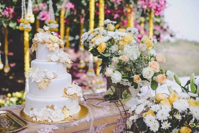 Table and cake decor for the wedding ceremony